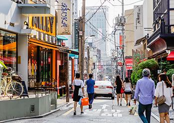 Photo: Sinsa-dong Garosu-gil Road