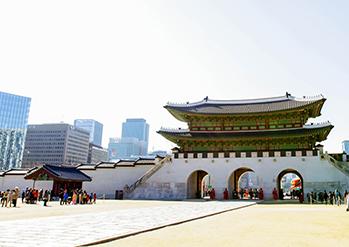 景福宮内から見る光化門