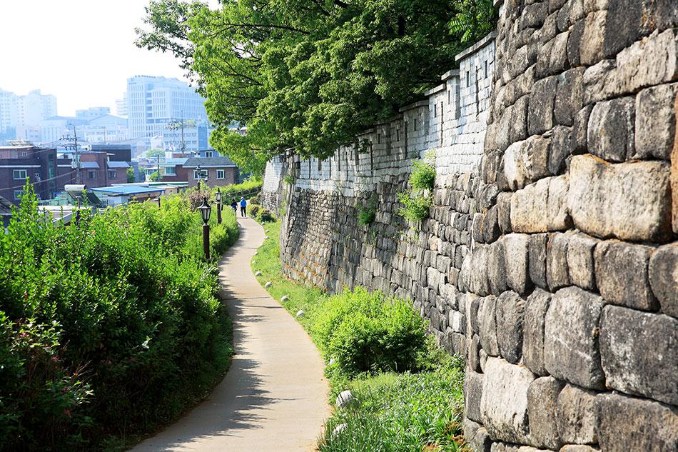 ソウル漢陽都城・駱山区間の散策路
