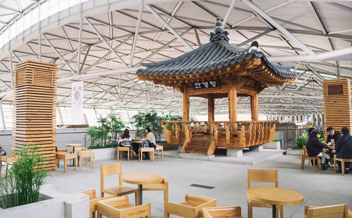 Korean Cultural Street (top & left) & Korean Traditional Culture Experience Center in Terminal 2 (right credit: Korea Cultural Heritage Foundation)