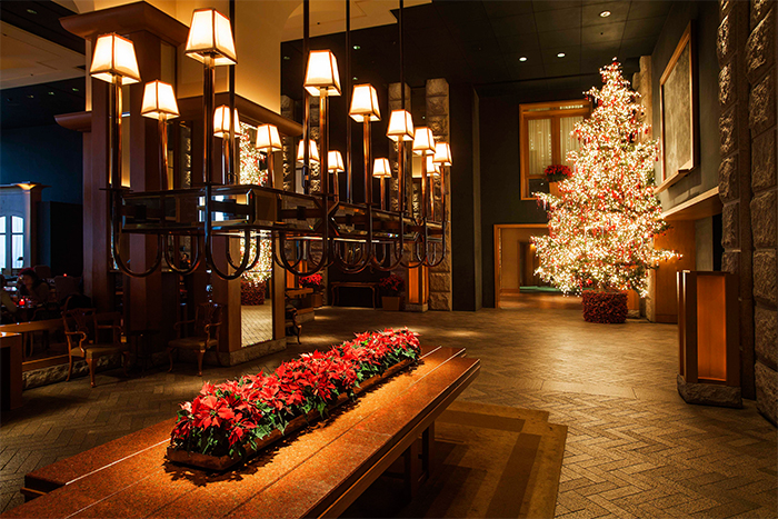 Christmas tree and decorations inside Grand Hyatt Seoul (Credit: Grand Hyatt Seoul)