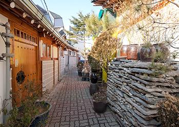 Photo: Seochon street and Daeo Bookstore (Bottom right credit: Seoul Tourism Organization)