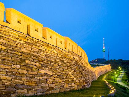 По тропам культуры и истории вдоль крепостных стен Ханяндосон в Сеуле