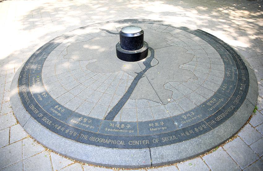 «Центр Сеула», расположенный на отрезке Намсан (Монмёксан)