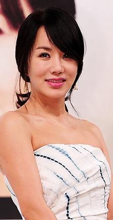 Uhm Jung-hwa (엄정화)