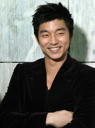 The 39-year old son of father Gong Yoo and mother Ryu aka Yoo , 184 cm tall Gong Yoo in 2018 photo