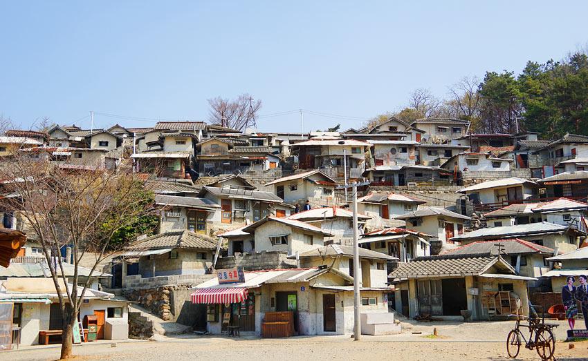 Одна из съемочных площадок – воспроизведенный старый район Сеула