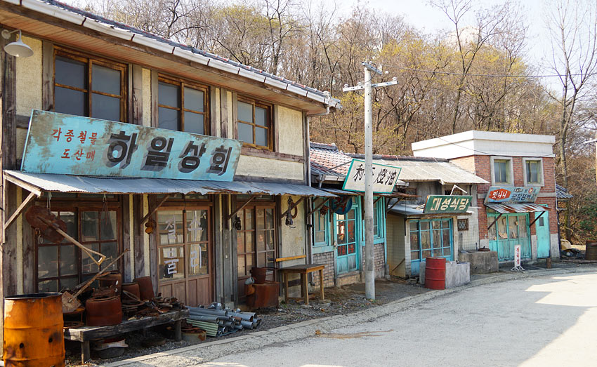 Улочка с магазинами 1970~1980-ых годов1970~1980
