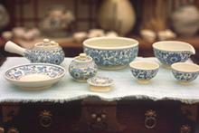 優雅な韓国の陶磁器
