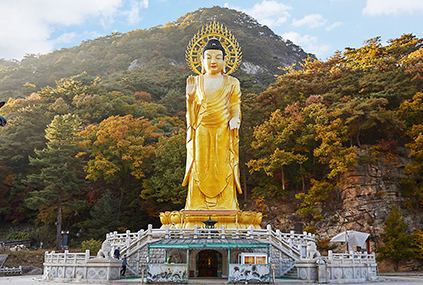 Статуя Будды Майтреи, покрытая позолоченной бронзой