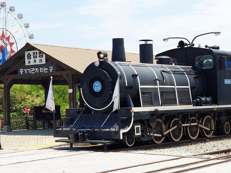 観光客に人気のSL型ディーゼル機関車
