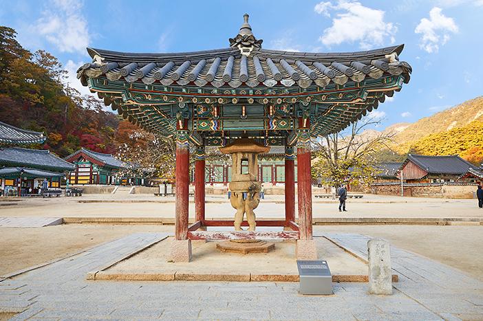 Ssangsaja Seokdeung (top) / Daeungbojeon Hall (left) / Geumdong Mireukdaebul (right)