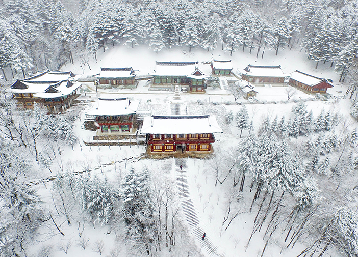Snowy scene at Sangwonsa Temple