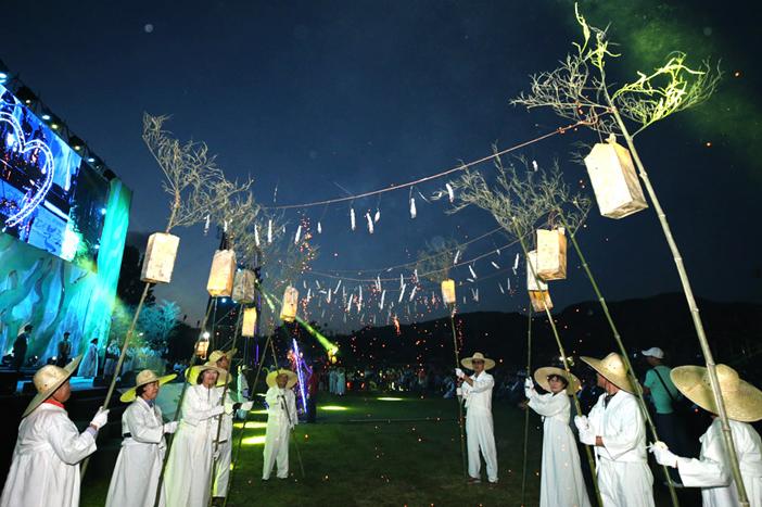 Cérémonie d'ouverture au Festival des lucioles de Muju (aut : comité d'organisation du Festival des lucioles de Muju)