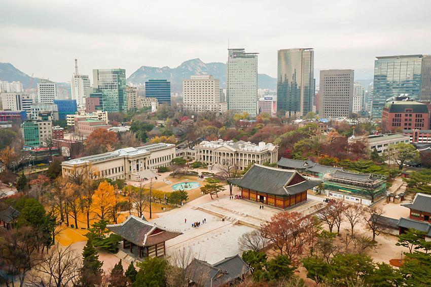 Вид на Сеул, открывающийся со смотровой площадки Чондон