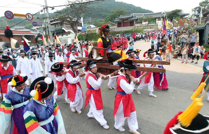 Scene from Tongyeong Hansan Battle Festival (Credit: Tongyeong Hansan Battle Festival Organizing Committee)