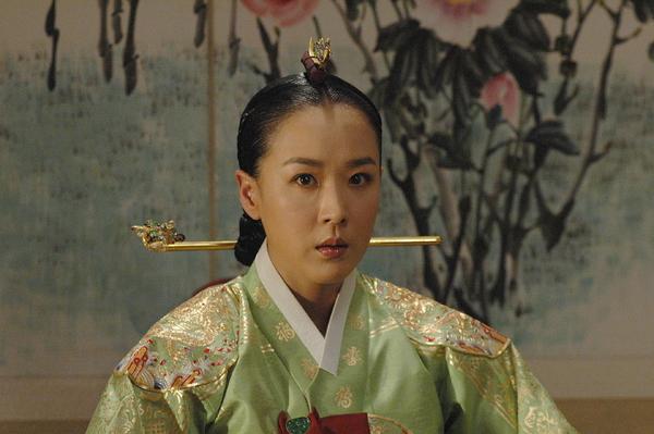 Kang Su-yeoun (강수연)