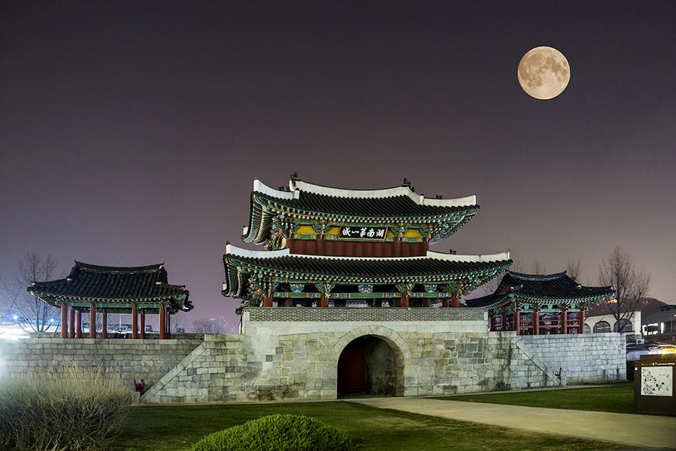 秋夕・ハンガウィの満月