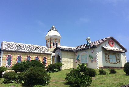 Casa de Galletas de Seopjikoji (derecha)