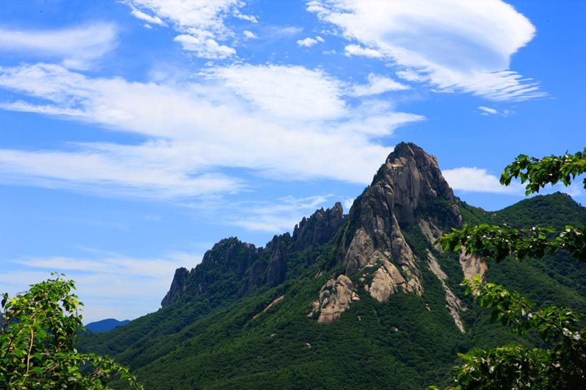 Скала Ульсан Пави в Национальном парке гор Сораксан