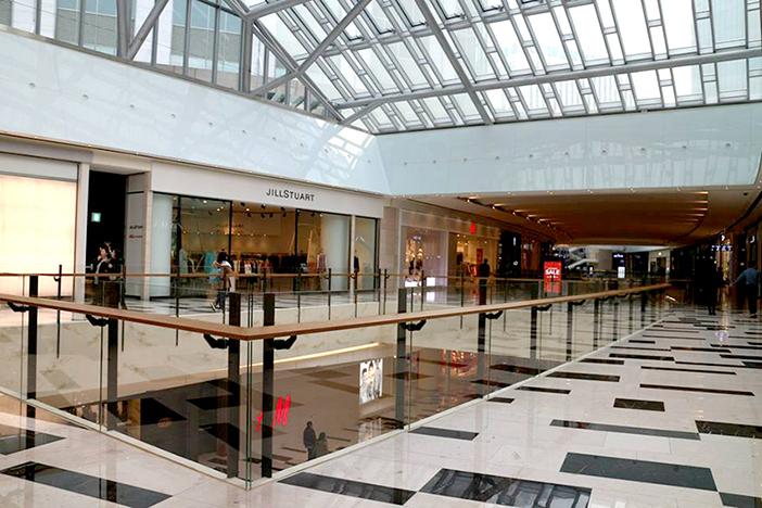 Vues de l'intérieur de IFC Mall