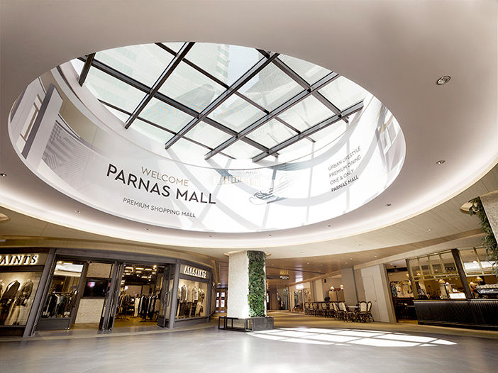 Parnas Mall Central Lounge (oben, Quelle: Parnas), Event in der Parnas Mall (unten links) & Parnas Mall (unten rechts, Quelle: Parnas Mall)