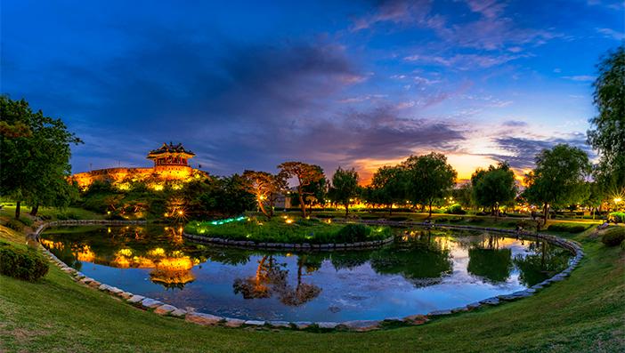 Evening at Yongyeon Pond and Banghwasuryujeong Pavilion