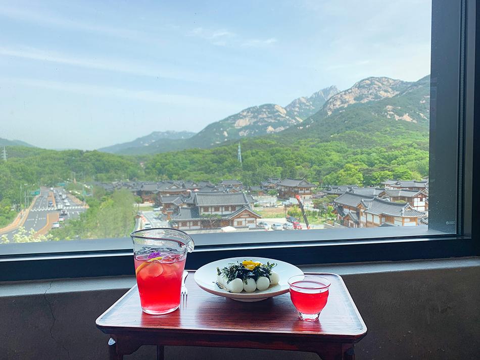 Hanok cafés and restaurants with a view