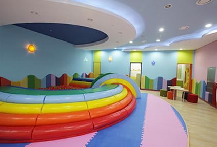 幼兒休息室與Kids Zone (來源: 仁川國際機場(右下圖))