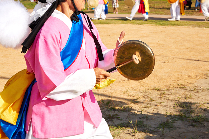 Traditional folk games (left credit: Korea Ssireum Association)