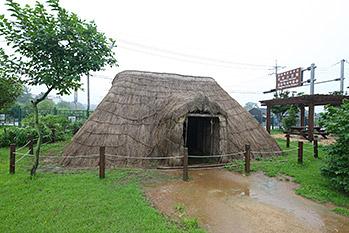 江華支石墓遺跡を再現した先史時代の穴蔵