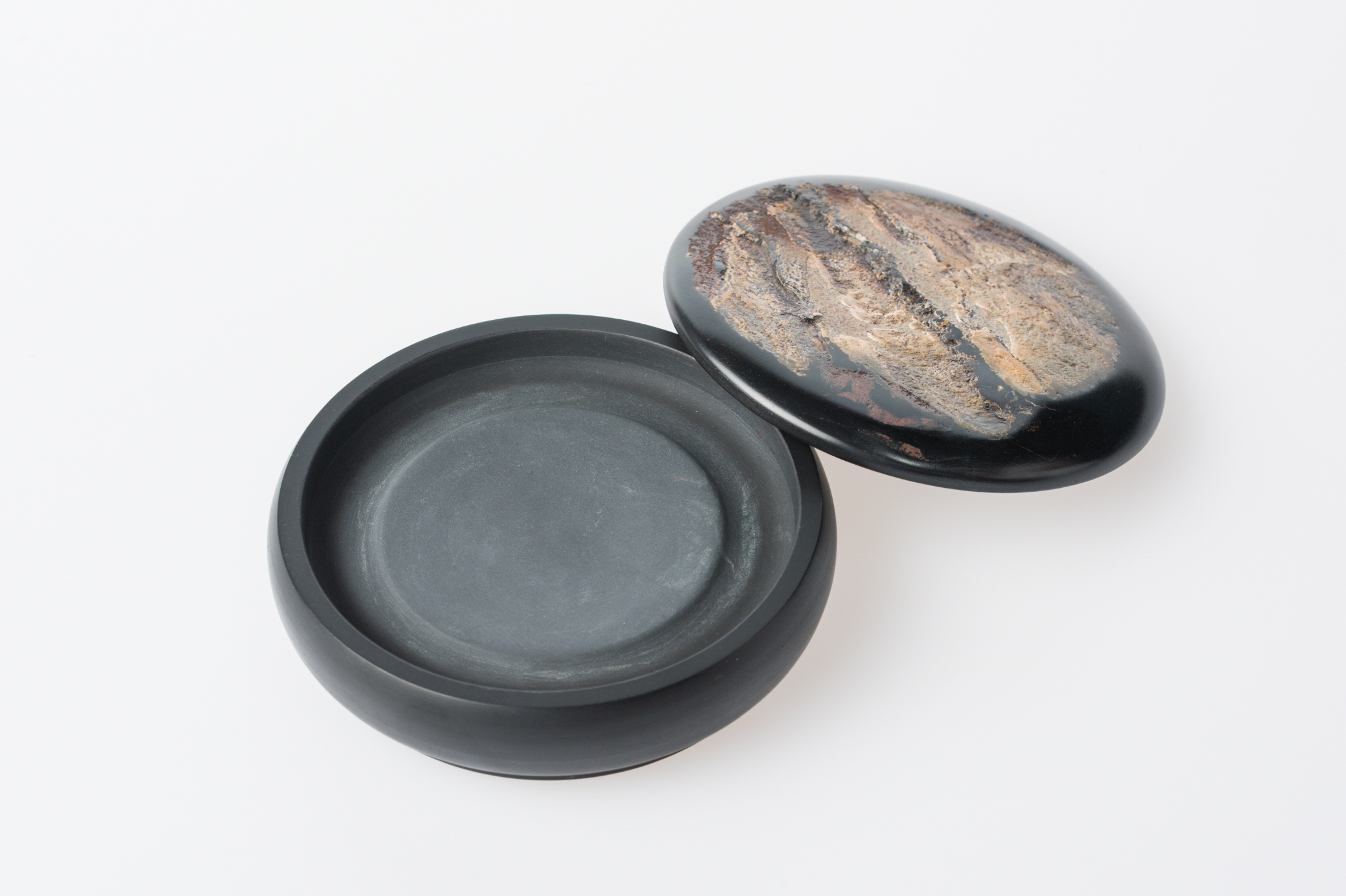 Round Inkstone and Letterweight with Natural Stone Patterns