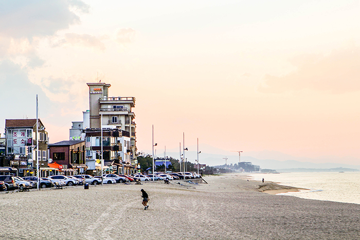 Photo:</strong /> Gangneung Café Street at Anmok Beach