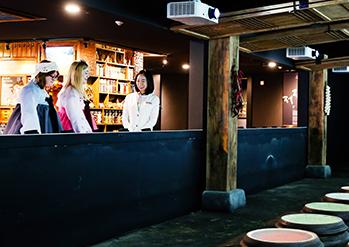 写真: K-スタイルハブでの韓服体験