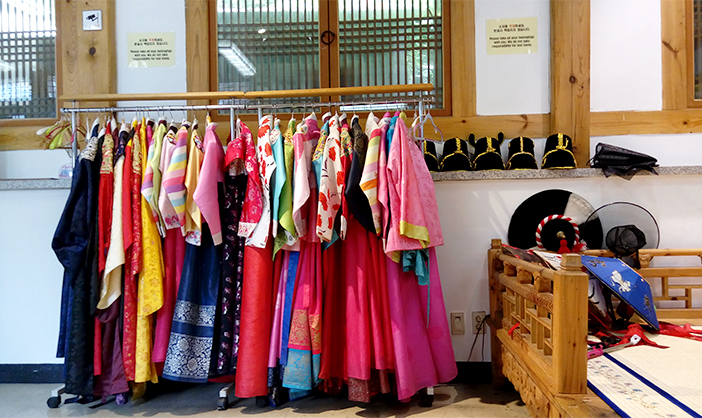 Photo: Insa-dong PR Center's hanbok experience (Credit: Insa-dong PR Center)