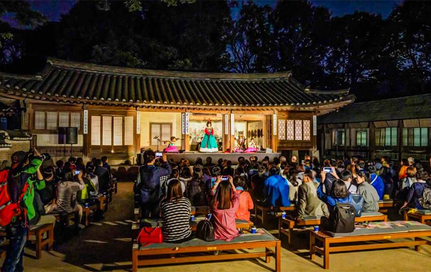 Salón Yeongyeongdan (cortesía de la Administración de Patrimonios Culturales)