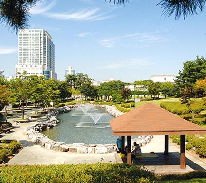 Vista del Parque Hyowon (cortesía del Ayuntamiento de Suwon)