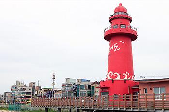 乌耳岛的地标——红色灯塔