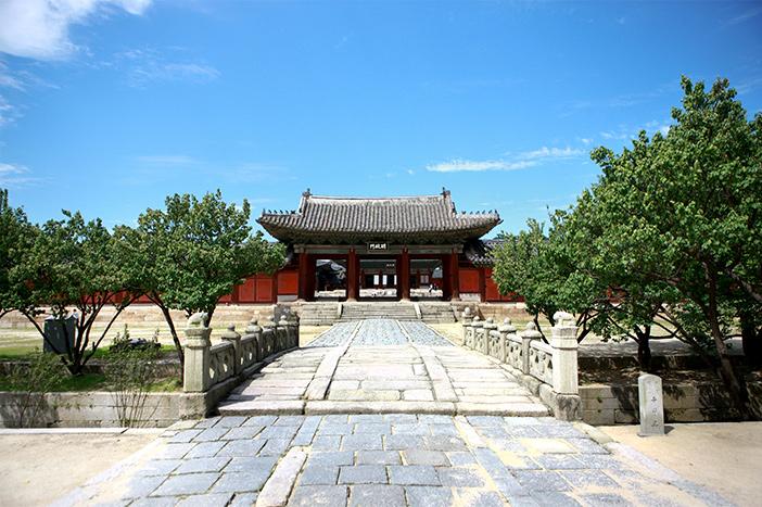 Myeongjeongmun Gate at Changgyeonggung Palace