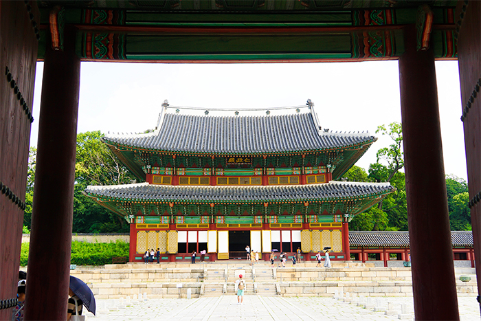 Main hall of Changdeokgung Palace, Injeongjeon Hall (top), interior of Injeongjeon Hall (left) & Nakseonjae Hall (right)