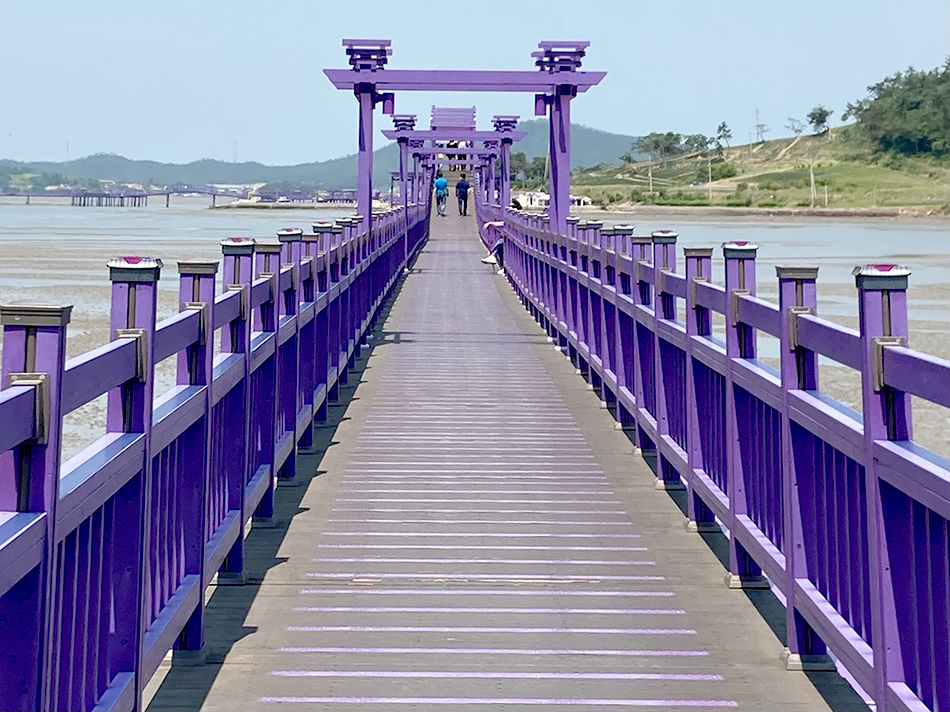 半月島から朴只島へと続くパープル橋