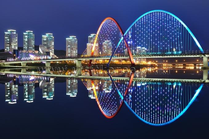 Nightscape of Expo Bridge