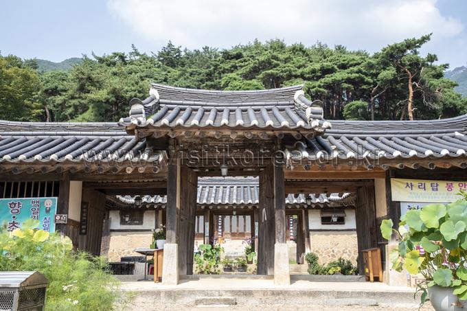 Gongju Sinwonsa Temple