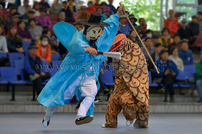 Masked Dance:  Bibiyangban and Yeongno