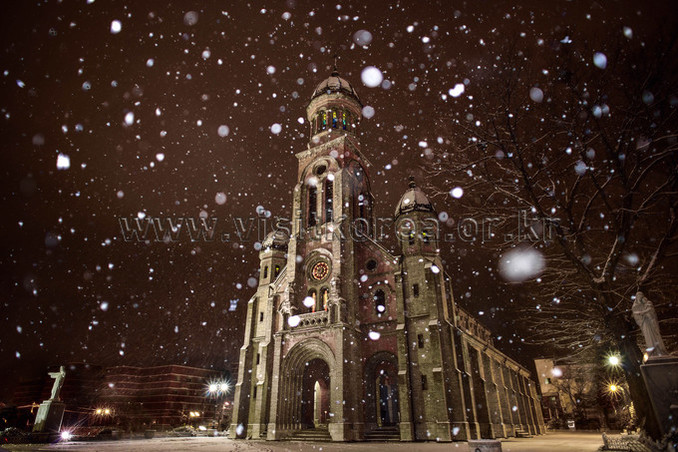 Snow in Jeondong Catholic Cathedral