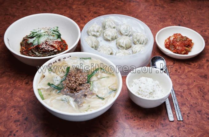 Myeong dong Gyoja Restaurant , Food