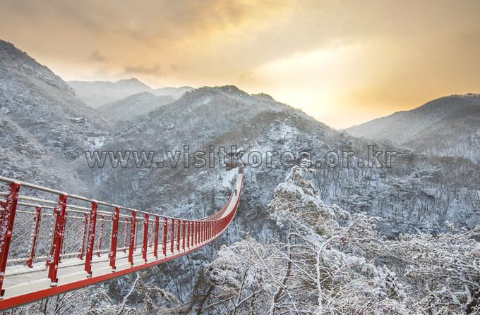 Morning at the Suspension Bridge in Gamaksan Mountain