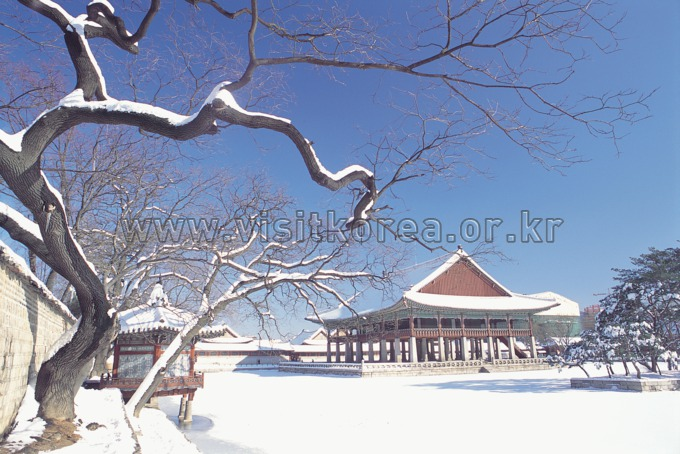 Gyeonghoeru Pavilion in Winter