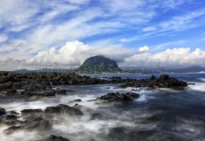 산방산과 제주바다
