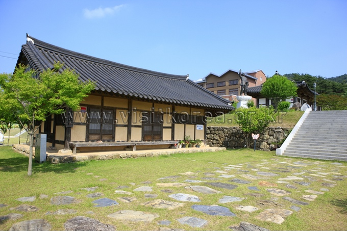 Kim Cheol Memorial Hall